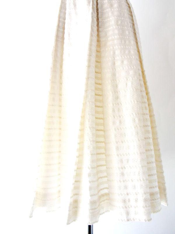 ヨーロッパ古着 フランス買い付け ホワイト 刺繍入り生地 X 紫リボン ヴィンテージ ワンピース : 13FC202