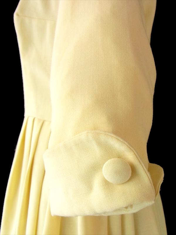 ヨーロッパ古着 フランス買い付け 60年代製 レモン色 X プリーツスカート 背面くるみボタン ヴィンテージ ワンピース 15FC418