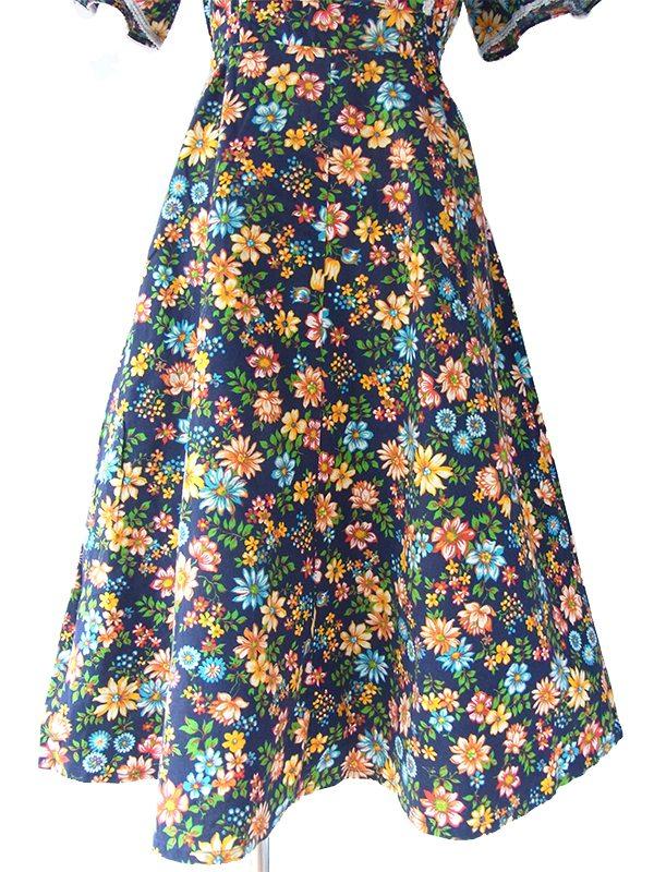 ヨーロッパ古着 フランス買い付け 60年代製 ブルー X カラフル花柄 カットレーステープ装飾 ヴィンテージ ワンピース 16FC115