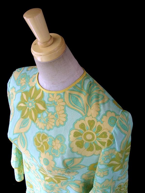 ヨーロッパ古着 フランス買い付け 60年代製 ミントグリーン X イエロー 花柄モチーフのサイケプリント ワンピース 16FC303