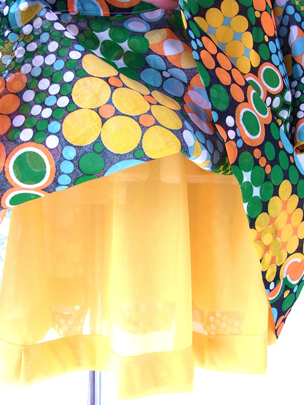 ヨーロッパ古着 フランス買い付け 60年代製 カラフル水玉 X イエロー縁取り マーガレット型ボタン レトロ ワンピース 16FC326