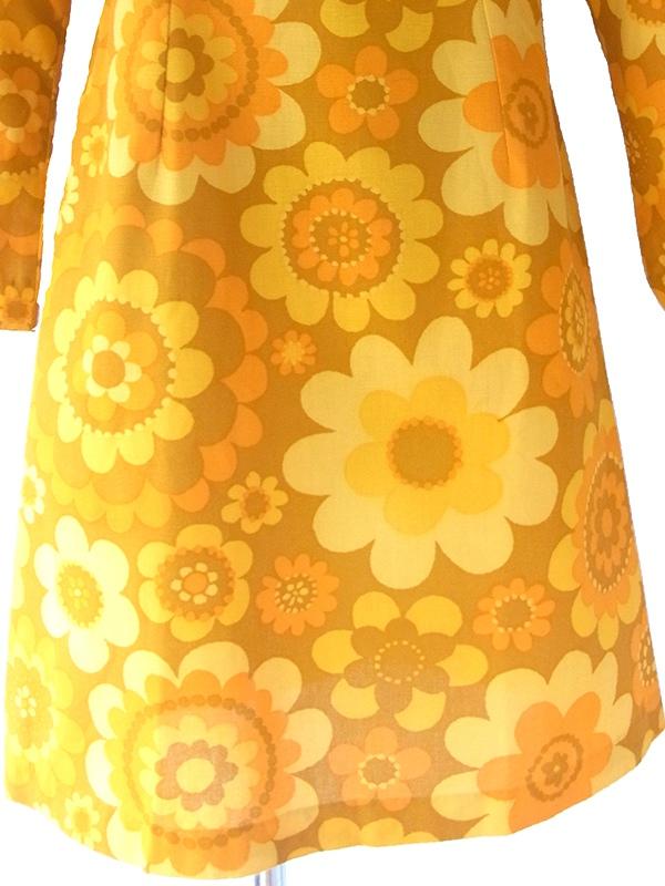 ヨーロッパ古着 ロンドン買い付け 60年代製 オレンジ X イエロー マーガレット柄 トランペットスリーブ ワンピース 16OM1011
