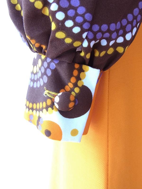 ヨーロッパ古着 ロンドン買い付け 70年代製 カラフルなレトロ柄 X オレンジ 切り返し モックネック レトロ ワンピース 17BS207