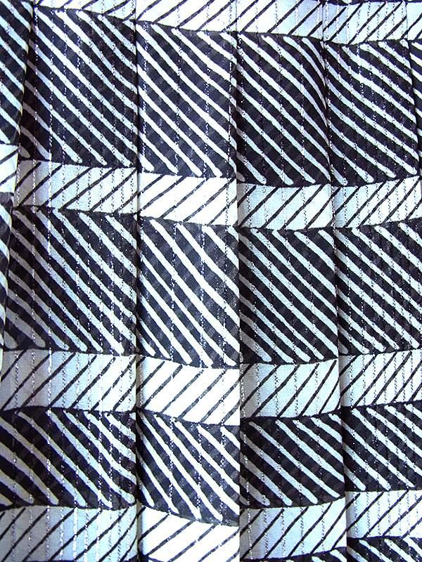 ヨーロッパ古着 ロンドン買い付け 70年代製 モノトーン X シルバーラメ糸 ロープ模様・斜めストライプ レトロ ワンピース 17BS215