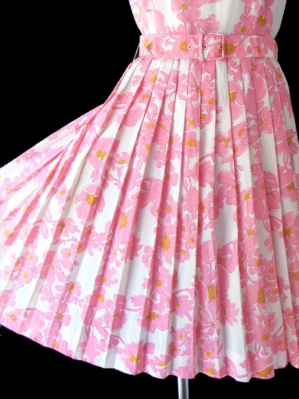 ヨーロッパ古着 フランス買い付け 70年代製 ピンク X 花柄 共布ベルト付き プリーツ ワンピース 17FC307