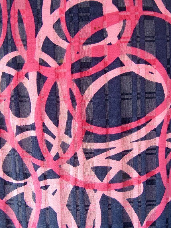 ヨーロッパ古着 フランス買い付け 60年代製 ネイビー X マゼンダ・ピンク レトロ柄 ひだ飾り ワンピース 17FC309