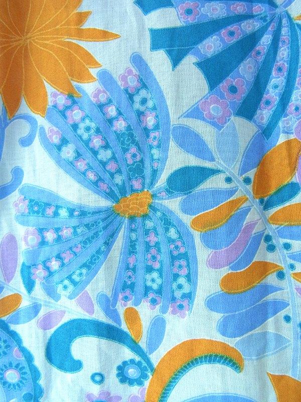 ヨーロッパ古着 70年代フランス製 水色 X オレンジ・パープル 花柄 共布ベルト付き デッドストック ワンピース 17OM605