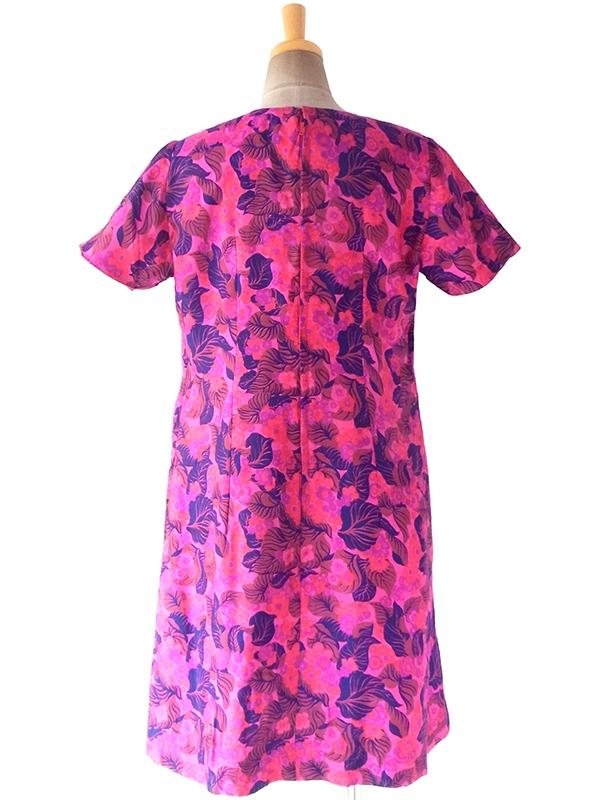 ヨーロッパ古着 ロンドン買い付け 70年代製 光沢のあるピンク X パープル・ネイビー ポタニカル柄 Aライン ワンピース 17OM715
