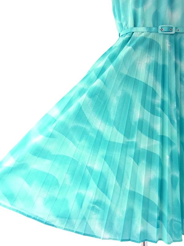 ヨーロッパ古着 ロンドン買い付け 70年代製 水色 X レトロ模様 ベルト付き アンブレラプリーツ ワンピース 18BS002