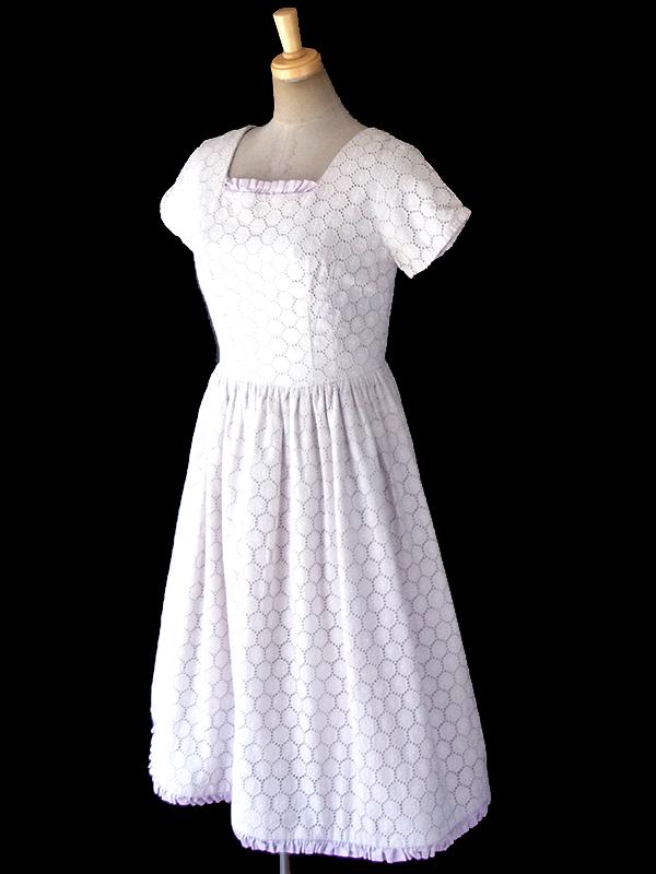 ヨーロッパ古着 フランス買い付け 60年代製 ホワイト X ラベンダー 花柄刺繍入りカットレース ヴィンテージ ワンピース 18FC219